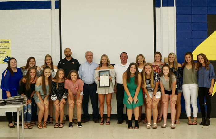 picture of softball team with state representatives