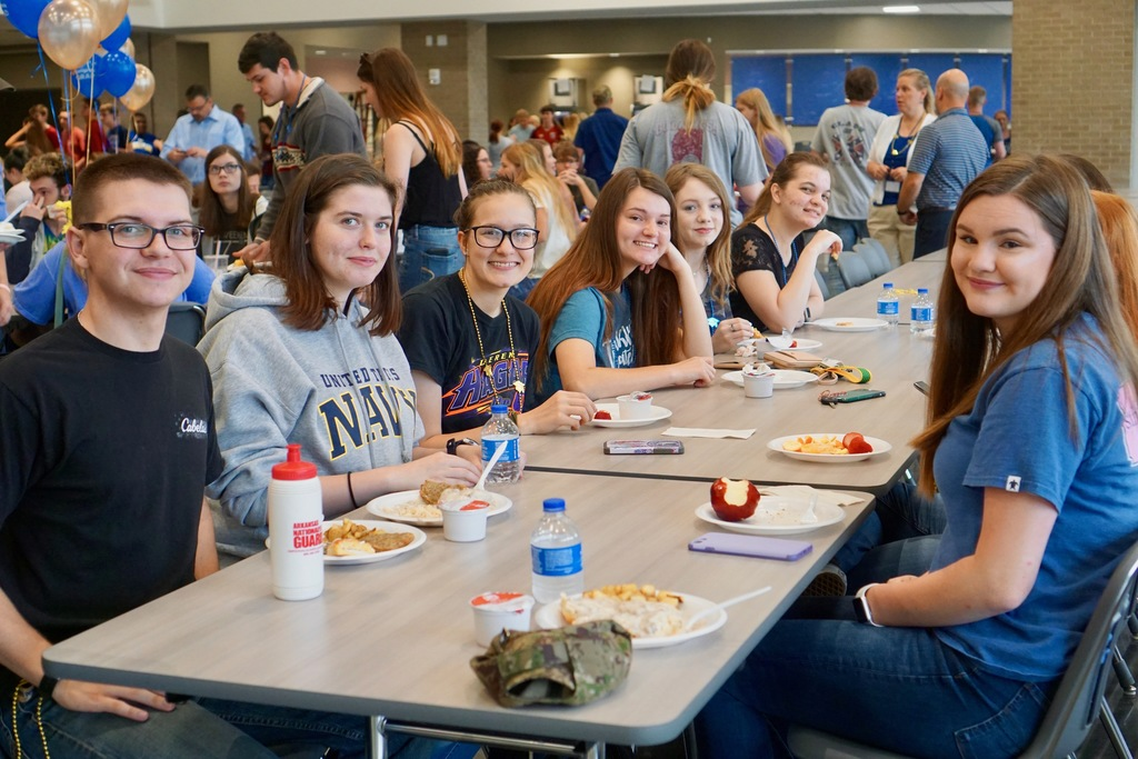 picture of students eating in cafeteria