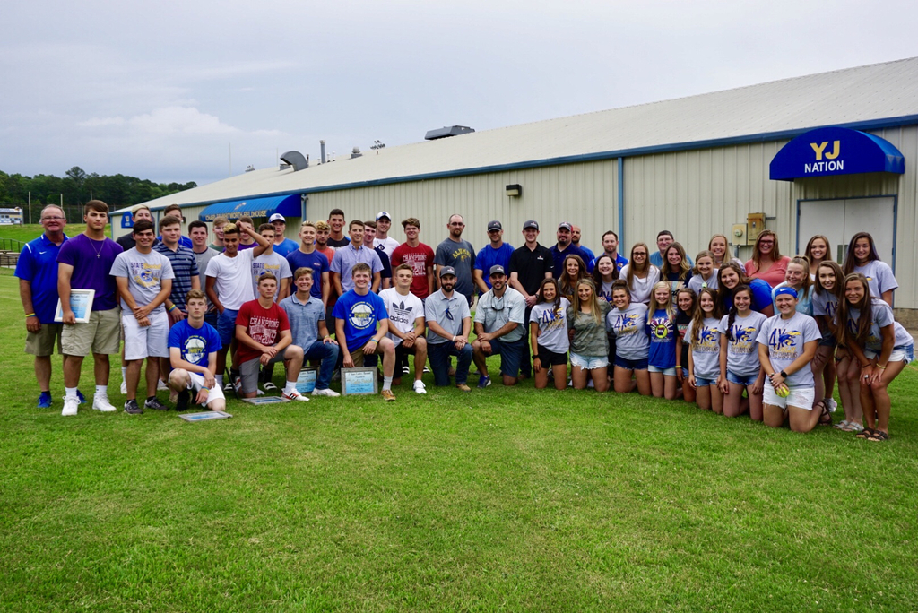 Picture of baseball and softball teams at the cookout