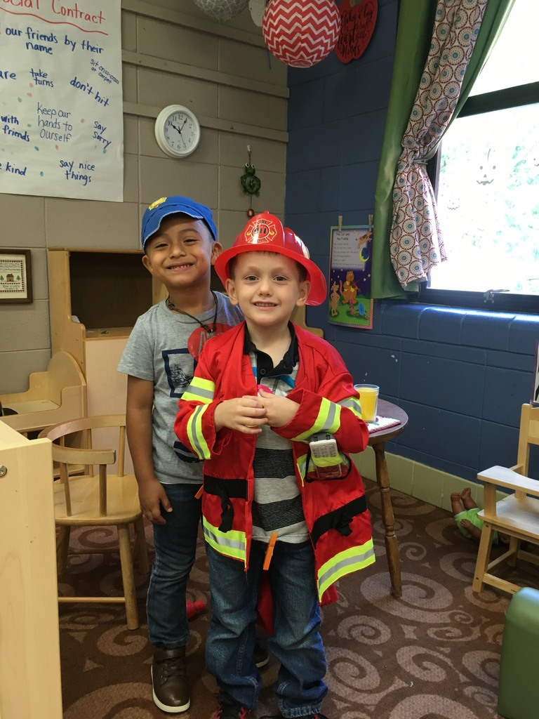 kids dressed up as community helpers