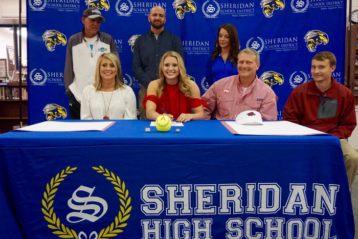 Maggie Hicks signs letter of intent to play softball for the Razorbacks