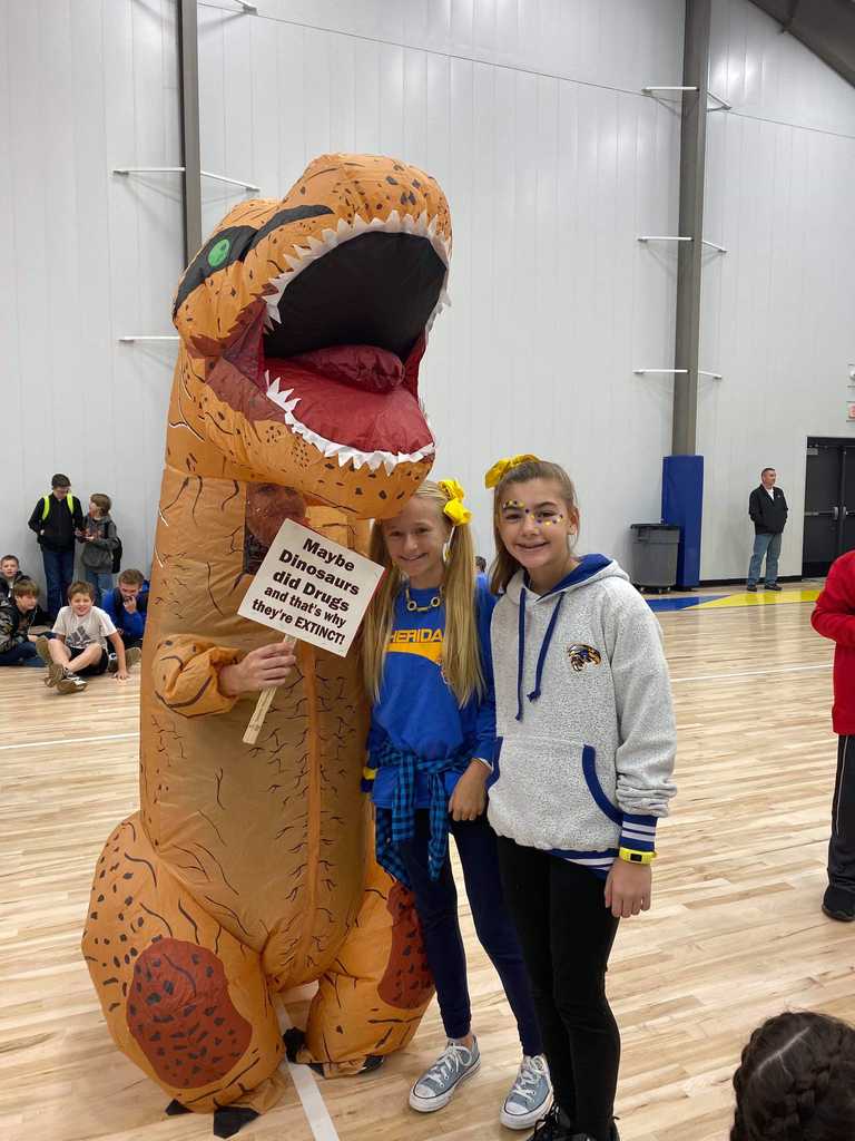 Picture of students with dinosaur