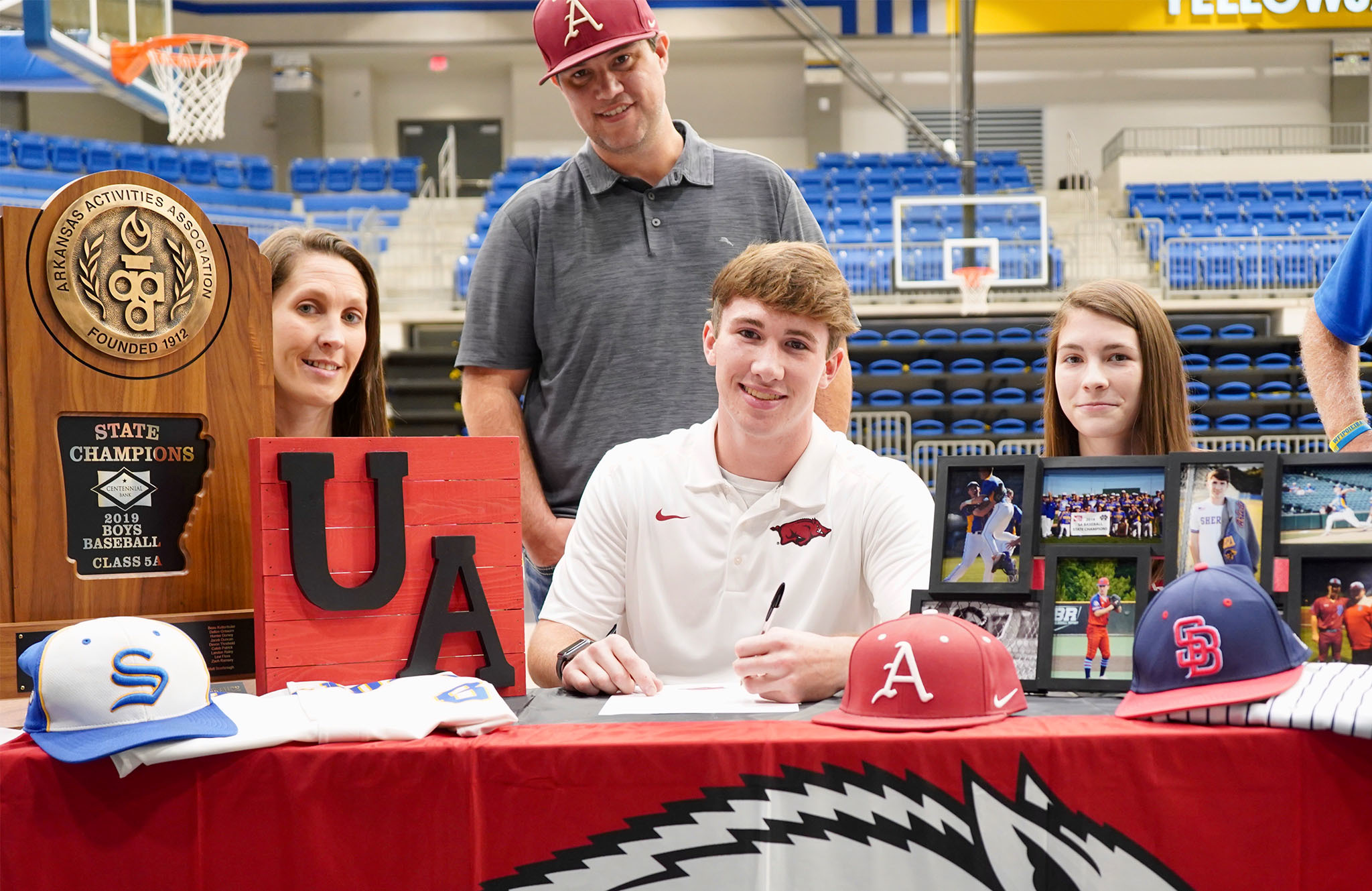 Brandon Arledge signs letter of intent